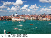 Top view of Venice, the Venetian Lagoon and the Grand Canal  from the bell tower of the Cathedral of San Giorgio Maggiore, Italy (2017 год). Редакционное фото, фотограф Наталья Волкова / Фотобанк Лори