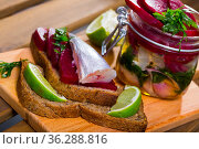 Homemade pickled blue whiting fish. Стоковое фото, фотограф Яков Филимонов / Фотобанк Лори
