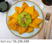 Corn chips with guacamole sauce. Стоковое фото, фотограф Яков Филимонов / Фотобанк Лори