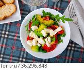 Healthy vegan arugula salad with avocado. Стоковое фото, фотограф Яков Филимонов / Фотобанк Лори