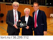 Bei der Nachfeier zum 80. Geburtstag wurde Georg Thoma (Hinterzarten... Стоковое фото, фотограф Zoonar.com/Joachim Hahne / age Fotostock / Фотобанк Лори
