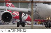 Airplane turn, close-up (2016 год). Редакционное видео, видеограф Игорь Жоров / Фотобанк Лори