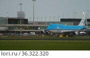 Jumbo Jet KLM at Schiphol Airport (2017 год). Редакционное видео, видеограф Игорь Жоров / Фотобанк Лори