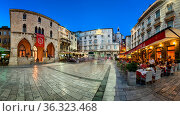SPLIT, CROATIA - JUNE 28, 2014: Panorama of Narodni Trg and Iron ... Стоковое фото, фотограф Zoonar.com/Andrey Omelyanchuk / age Fotostock / Фотобанк Лори