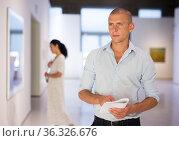 Adult man in gallery. Стоковое фото, фотограф Яков Филимонов / Фотобанк Лори