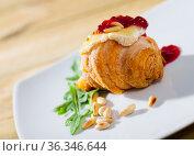 Croissant with Camembert and raspberry jam. Стоковое фото, фотограф Яков Филимонов / Фотобанк Лори