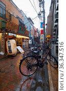 The old market street under the heavy rain at Shibuya city. Tokyo. Japan (2019 год). Редакционное фото, фотограф Serg Zastavkin / Фотобанк Лори