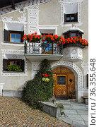 Typisches Engadinerhaus am Platz La Plazetta, Scuol, Engadin, Graubünden... Стоковое фото, фотограф Zoonar.com/Pant / easy Fotostock / Фотобанк Лори