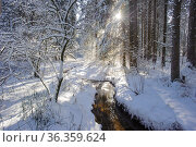 Die Ammer im Winter mit Eis und Schnee. Стоковое фото, фотограф Zoonar.com/Wolfilser / easy Fotostock / Фотобанк Лори