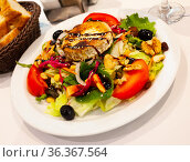 Salad with toasted goat cheese with fresh vegetables, greens, nuts. Стоковое фото, фотограф Яков Филимонов / Фотобанк Лори
