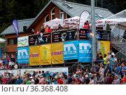 Vip-Bereich und Zuschauer-Tribüne beim FIS Sommer Grand Prix Hinterzarten... Стоковое фото, фотограф Zoonar.com/Joachim Hahne / age Fotostock / Фотобанк Лори