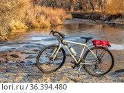Touring bike and a river in fall scenery - Big Thompson River Trail... Стоковое фото, фотограф Zoonar.com/Marek Uliasz / easy Fotostock / Фотобанк Лори