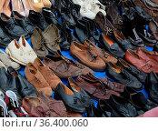 Schuh, schuhe, Flohmarkt , markt, Flohmarkt , marktstand. trödel.... Стоковое фото, фотограф Zoonar.com/Volker Rauch / easy Fotostock / Фотобанк Лори