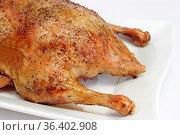 Gebratene Ente auf einem Küchenbrett. Стоковое фото, фотограф Zoonar.com/Birgit Reitz-Hofmann / easy Fotostock / Фотобанк Лори