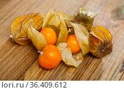 Physalis peruviana fruit on wooden table closeup. Стоковое фото, фотограф Яков Филимонов / Фотобанк Лори