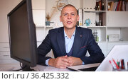 Successful businessman working with papers and laptop in office. Стоковое видео, видеограф Яков Филимонов / Фотобанк Лори