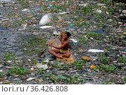 DHAKA CITY, BANGLADESH - AUGUST 21: A boy from Sadar Ghat village... Редакционное фото, фотограф Eyepix / WENN / age Fotostock / Фотобанк Лори