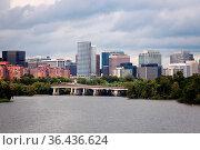 Arlington, Virginia seen with Potomac River from Washington. Стоковое фото, фотограф Zoonar.com/Henryk Sadura / easy Fotostock / Фотобанк Лори
