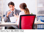 Man and woman discussing in office. Стоковое фото, фотограф Zoonar.com/Elnur Amikishiyev / easy Fotostock / Фотобанк Лори
