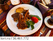 Traditional turkish food kuzu pirzola. Стоковое фото, фотограф Яков Филимонов / Фотобанк Лори