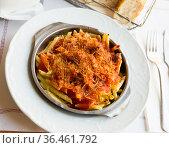 Macaroni baked with sausage, tomato sauce. Стоковое фото, фотограф Яков Филимонов / Фотобанк Лори