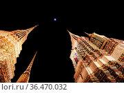 Bangkok, Thailand - April 26 2018: The grounds of Wat Phra Chetuphon... Стоковое фото, фотограф Zoonar.com/Chris Putnam / easy Fotostock / Фотобанк Лори