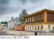 Street in Zaraysk city center, Russia. Стоковое фото, фотограф Zoonar.com/Boris Breytman / easy Fotostock / Фотобанк Лори