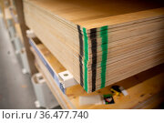 Plywood of different sizes in the store shelf. Стоковое фото, фотограф Zoonar.com/Max / easy Fotostock / Фотобанк Лори