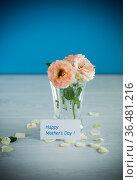 bouquet of beautiful orange roses on table. Стоковое фото, фотограф Peredniankina / Фотобанк Лори