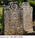 Sprechende Grabsteine auf dem Friedhof der St. Clemens-Kirche, Nebel... Стоковое фото, фотограф Zoonar.com/Stefan Ziese / age Fotostock / Фотобанк Лори