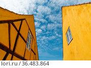 Nysted, Denmark - 11 June, 2021: half-timbered yellow houses in stark... Стоковое фото, фотограф Zoonar.com/Nando Lardi / easy Fotostock / Фотобанк Лори