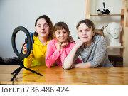 Three bloggers recording video. Стоковое фото, фотограф Дарья Филимонова / Фотобанк Лори