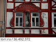 Fenster, uhr, zeit, uhrzeit, , Fachwerkhaus , Hachenburg, Westerwald... Стоковое фото, фотограф Zoonar.com/Volker Rauch / easy Fotostock / Фотобанк Лори