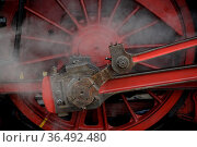 Rad, räder, lok, lokomotive, dampflok, dampflokomotive, rot, rund... Стоковое фото, фотограф Zoonar.com/Volker Rauch / easy Fotostock / Фотобанк Лори