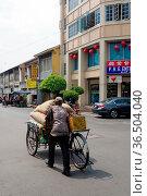 PENANG, MALAYSIA - APRIL 26 : a Vintage retro tricycle bike or rickshaw... Стоковое фото, фотограф Zoonar.com/PAUL WASCHTSCHENKO / age Fotostock / Фотобанк Лори
