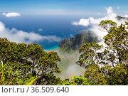 Blick ins Kalalau Valley an der Na Pali Coast auf Kauai, Hawaii, USA... Стоковое фото, фотограф Zoonar.com/Dirk Rueter / easy Fotostock / Фотобанк Лори