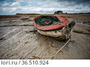 View of Old Boats in Brittany France on the shore during ebb tide. Стоковое фото, фотограф Zoonar.com/Nailia Schwarz / easy Fotostock / Фотобанк Лори