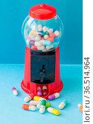 Bunte Pille mit froehlichen Gesichtern, psychische Gesundheit Konzept. Стоковое фото, фотограф Zoonar.com/Barbara Neveu / easy Fotostock / Фотобанк Лори