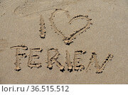 Urlaub, ferien, , spanien, sand, strand, sandstrand, schrift, urlaub... Стоковое фото, фотограф Zoonar.com/Volker Rauch / easy Fotostock / Фотобанк Лори