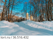 Gomel, Belarus. Winter City Park. Peter And Paul Cathedral In Sunny... Стоковое фото, фотограф Ryhor Bruyeu / easy Fotostock / Фотобанк Лори