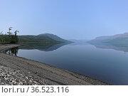 Плато Путорана. Туманная дымка над озером. Стоковое фото, фотограф Сергей Дрозд / Фотобанк Лори