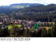 Skispringer im Anflug auf Hinterzarten - Qualifikation FIS Sommer... Стоковое фото, фотограф Zoonar.com/Joachim Hahne / age Fotostock / Фотобанк Лори
