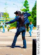 TOKYO, JAPAN - JUNE 26, 2016: Rear of female rockabilly dancer in... Стоковое фото, фотограф Zoonar.com/Pius Lee / age Fotostock / Фотобанк Лори