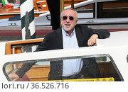 Silvio Orlando arrives at the Darsena of Hotel Excelsior Lido for... Редакционное фото, фотограф Maria Laura Antonelli / AGF/Maria Laura Antonelli / age Fotostock / Фотобанк Лори