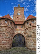 White Tower in Nuremberg, Allemagne and sky blue. Стоковое фото, фотограф Zoonar.com/Sprunger Marie / easy Fotostock / Фотобанк Лори