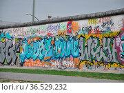 Streetart , Berlin, kunst, graffiti, deutschland, brd, mauer, berliner... Стоковое фото, фотограф Zoonar.com/Volker Rauch / easy Fotostock / Фотобанк Лори