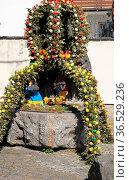 Ostereier, osterei, osterbrunnen, rhön, brunnen, ostern, brauch, brauchtum... Стоковое фото, фотограф Zoonar.com/Volker Rauch / easy Fotostock / Фотобанк Лори