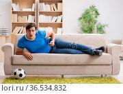 Man watching football at home. Стоковое фото, фотограф Elnur / Фотобанк Лори