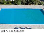 Einsames Schwimmbecken wartet auf seine Besucher. Стоковое фото, фотограф Zoonar.com/Eder Christa / easy Fotostock / Фотобанк Лори