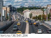 Москва, Садовое Кольцо, улица Земляной Вал. Редакционное фото, фотограф glokaya_kuzdra / Фотобанк Лори